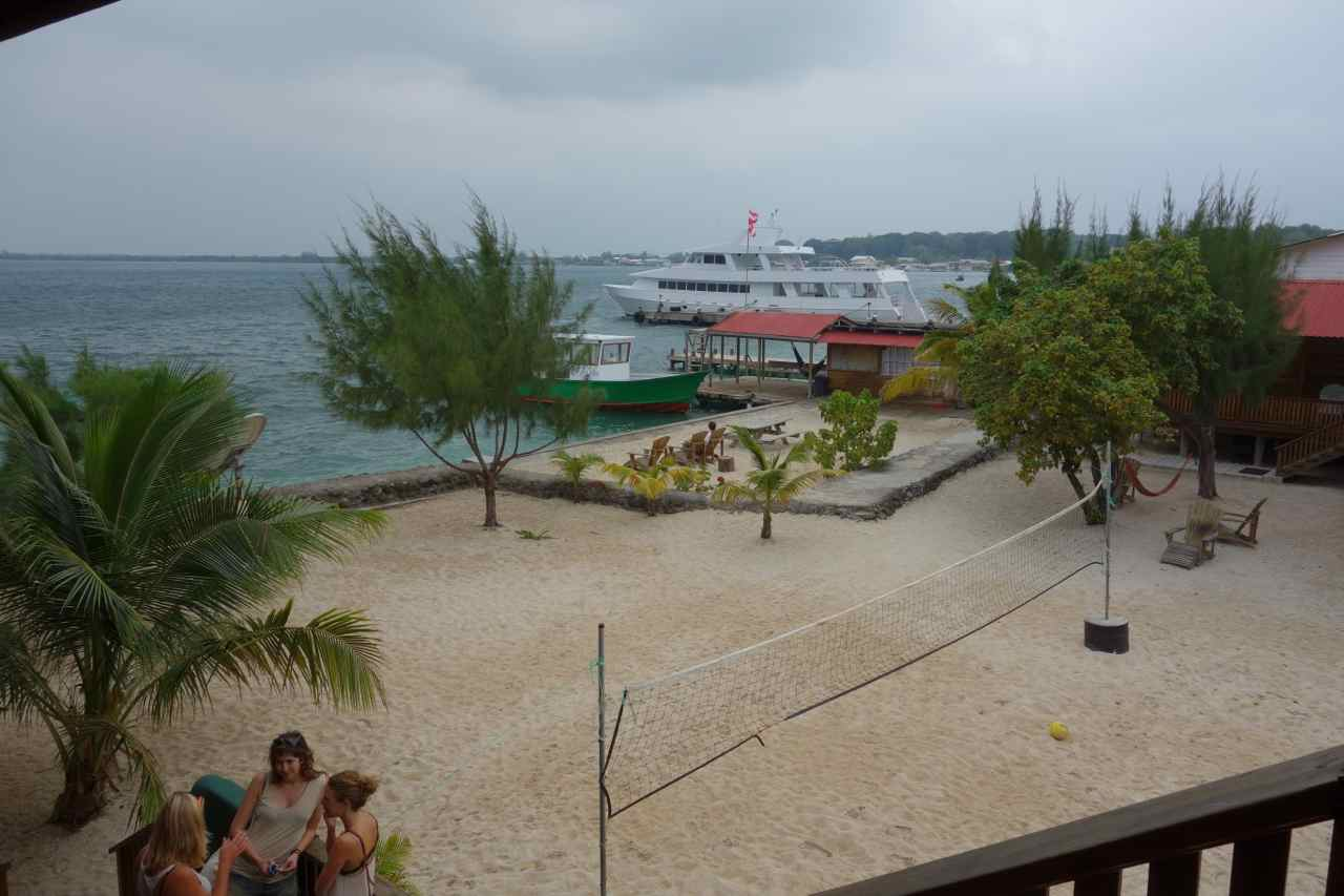 Zentralamerika, Honduras, Isla Utila, Blick vom Hotel Trudy aufs Meer