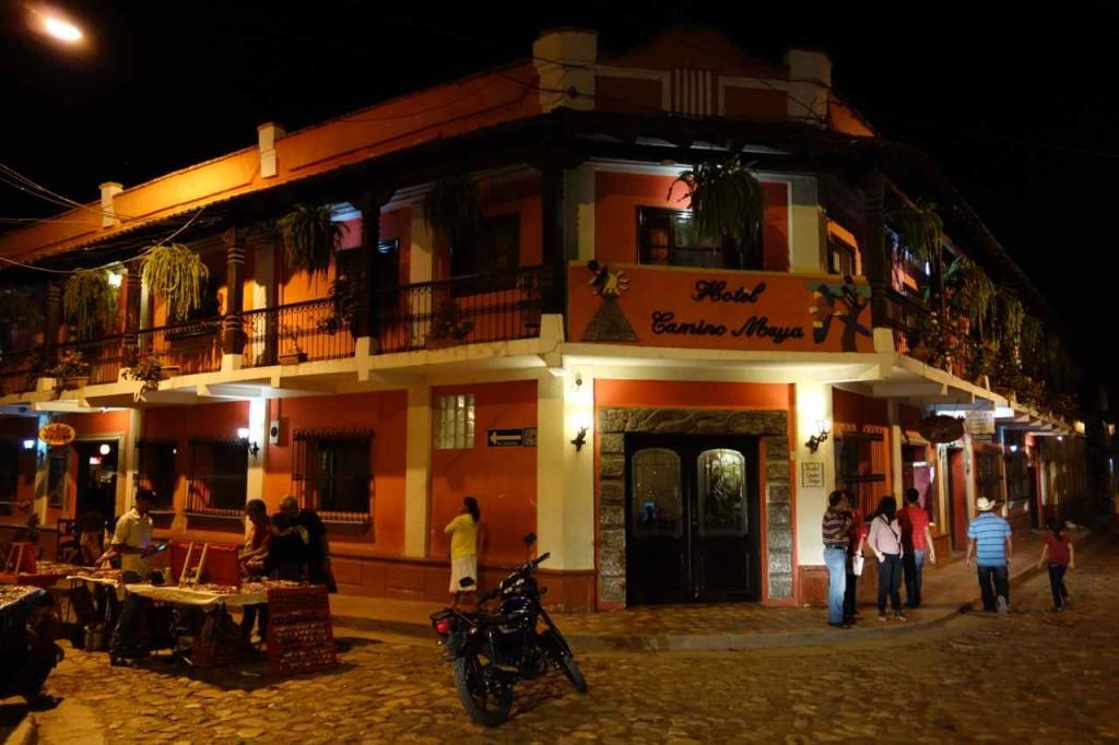Zentralamerika, Honduras, Copán Ruinas am Abend
