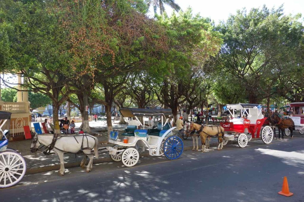Zentralamerika Nicaragua, Granada, Kutschen am Parque Central