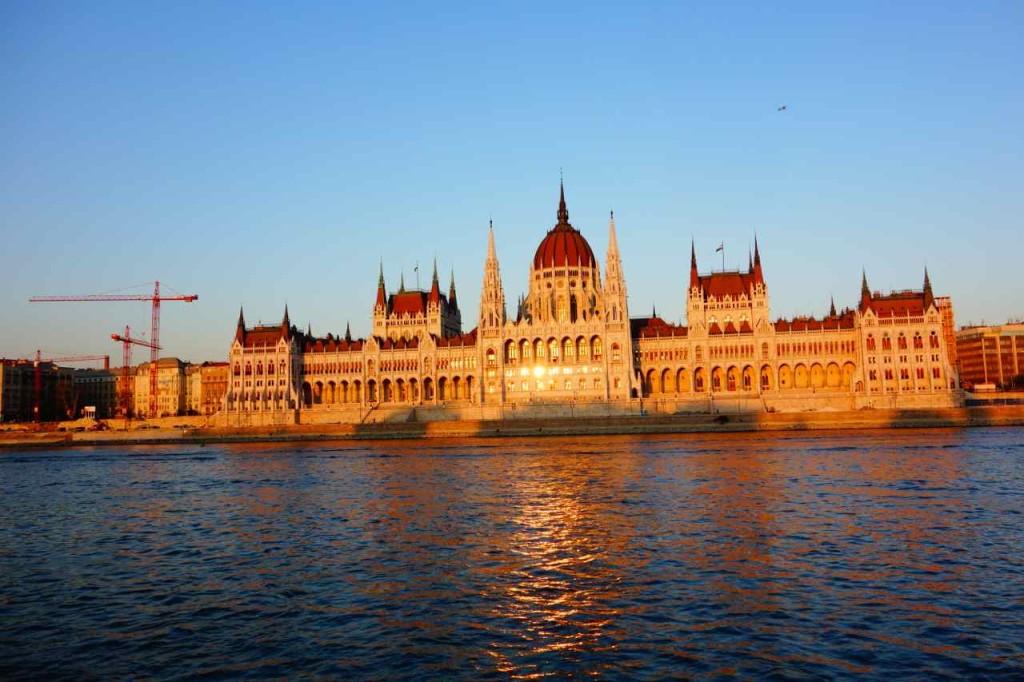 Ungarn, Budapest Tipps, Parlament in Abendstimmung