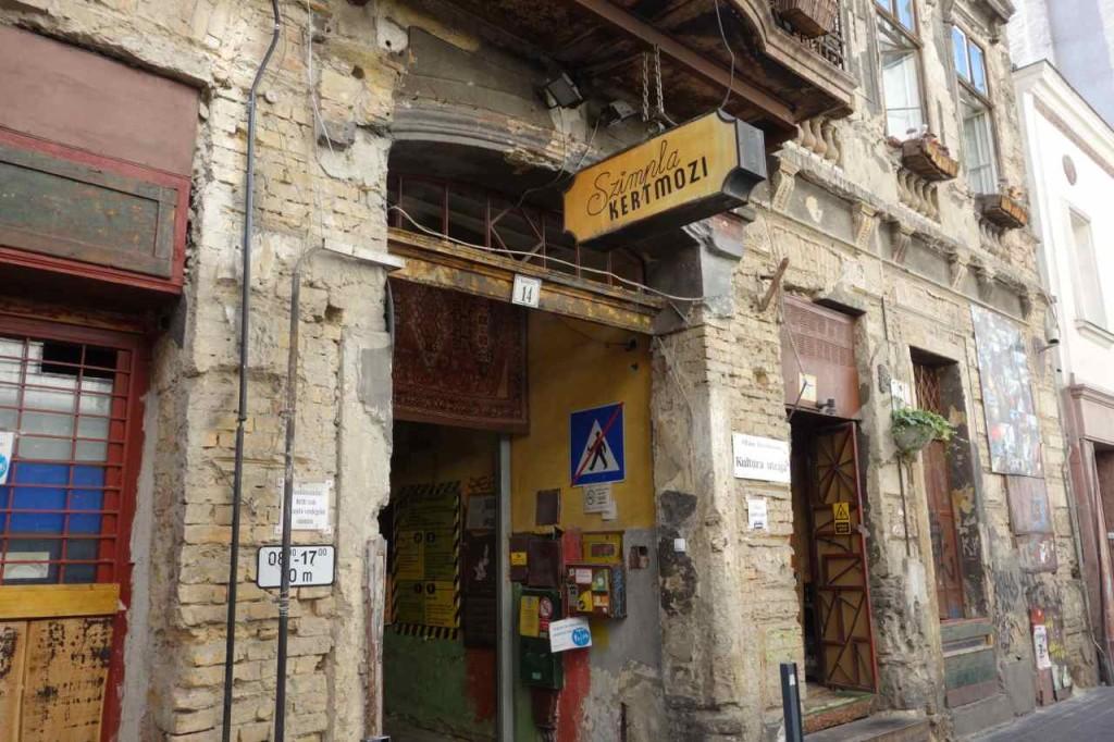 Ungarn, Budapest Tipps, Szimpla kert, populäre Kneipe in der Kazinczy Straße