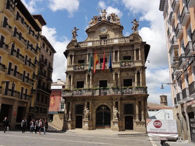 Spanien, Jakobsweg, Pamplona, Rathaus   Foto  Gert Kleinsteuber