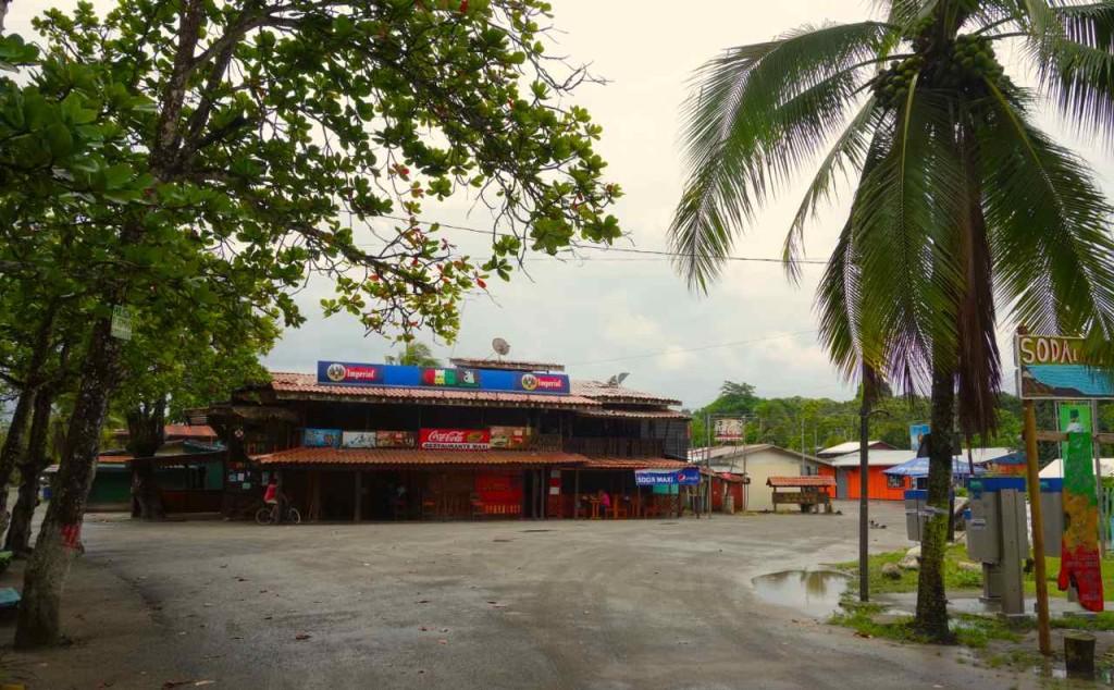 Costa Rica, Ende der Busstrecke in Manzanillo (12 km von Puerti Viejo)