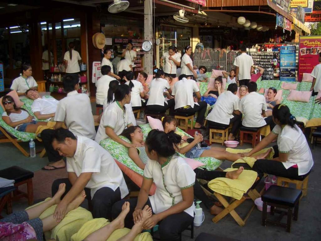 Thailand, Bangkok, Khao San Rd, Massage für Touristen