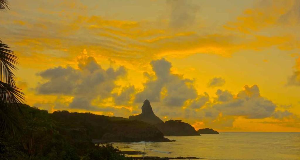 Brasilien Ilha de Noronha, Abendstimmung am Hafen