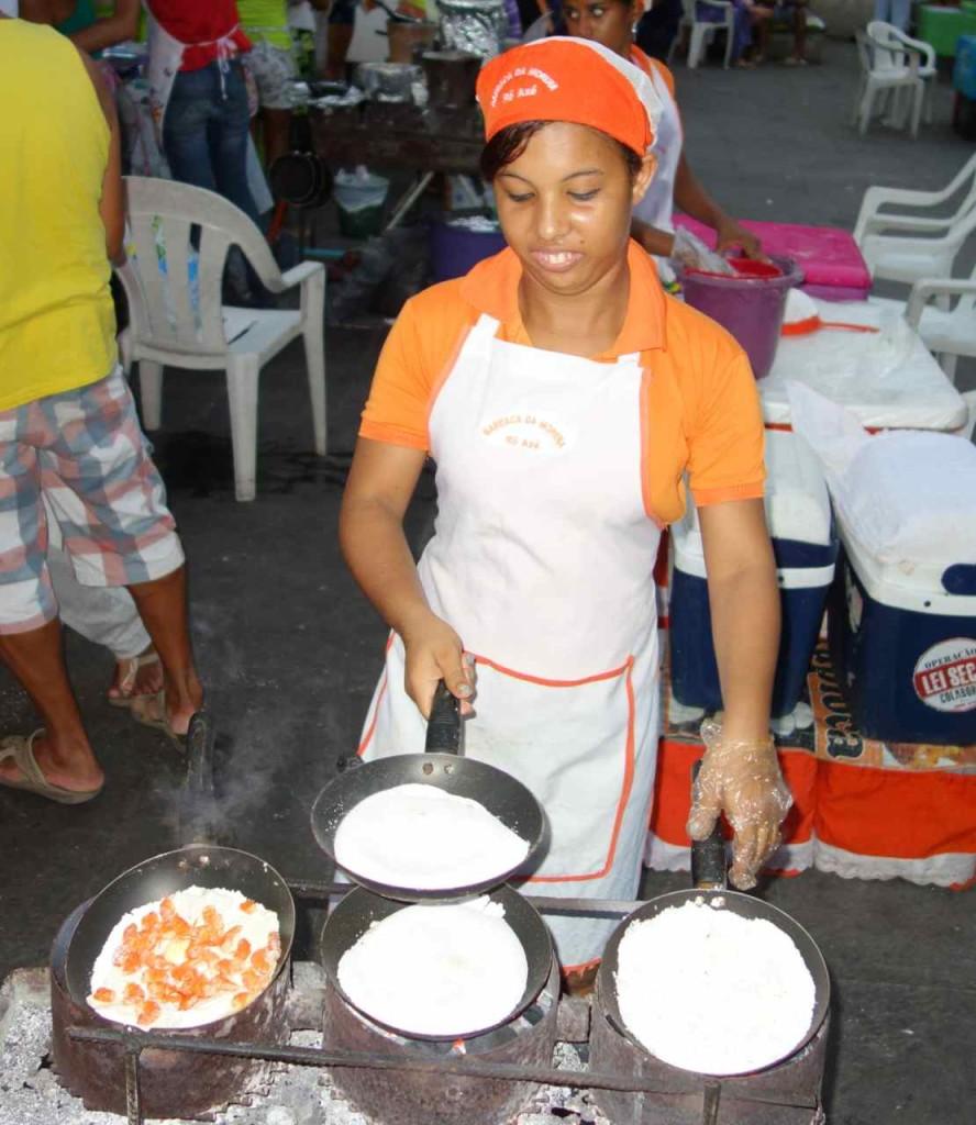 Meine Köchin beim zubereiten von Tapioca