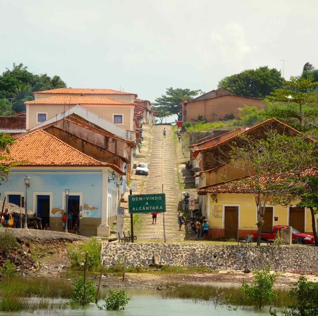 Alcántara, Straße am Hafen