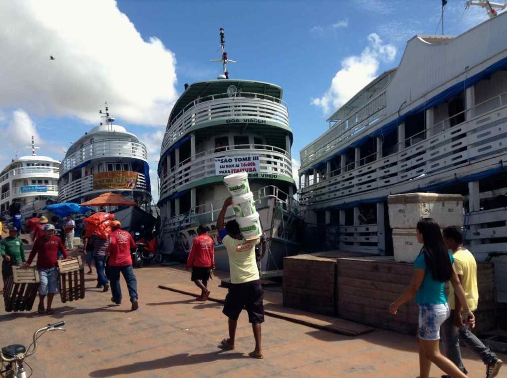 Santarem: Schiffe beim beladen