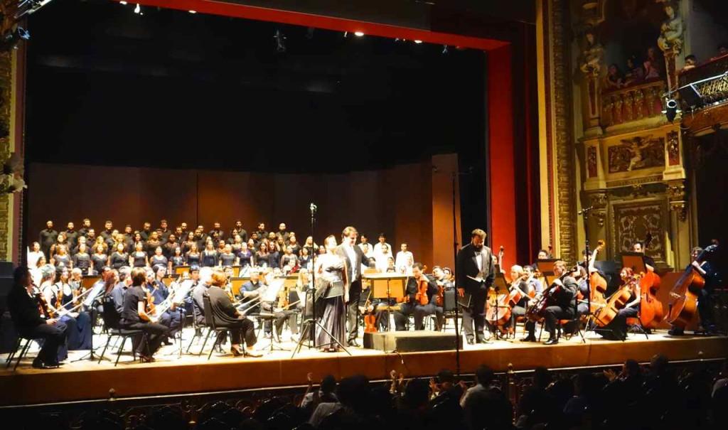 Manaus,Bühene,  Opernabend mit Chor