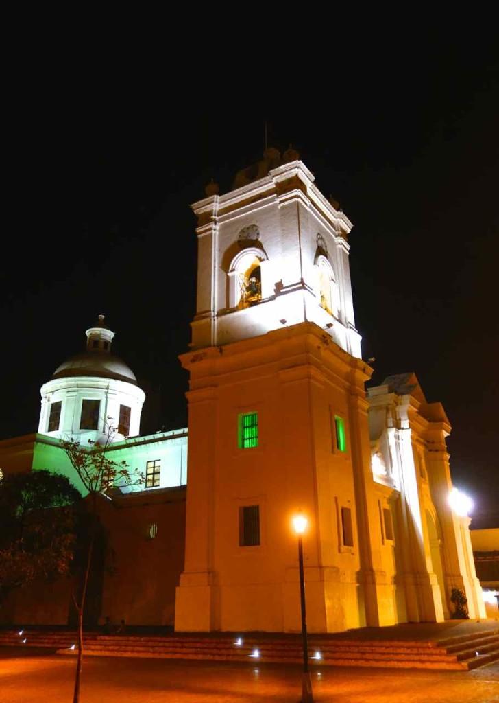 Kolumbien, Santa Marta: Kathedrale bei Nacht