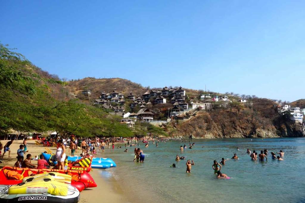 Taganga, Playa Grande am Sonntag