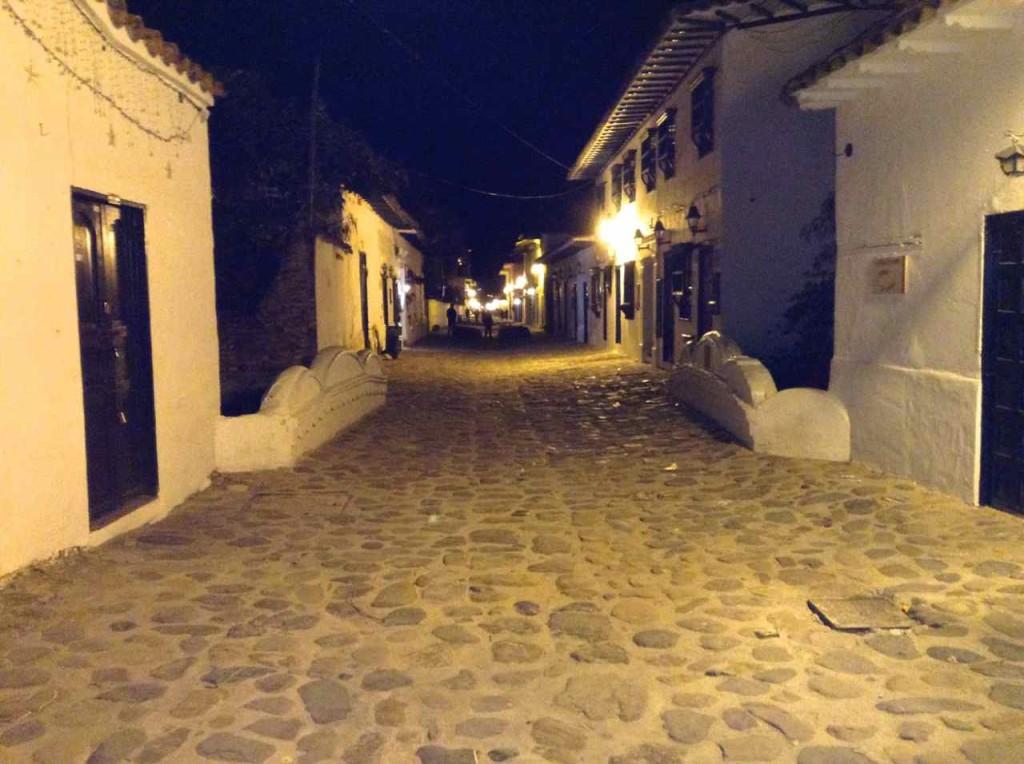 Villa de Leyva, Gasse am Abend