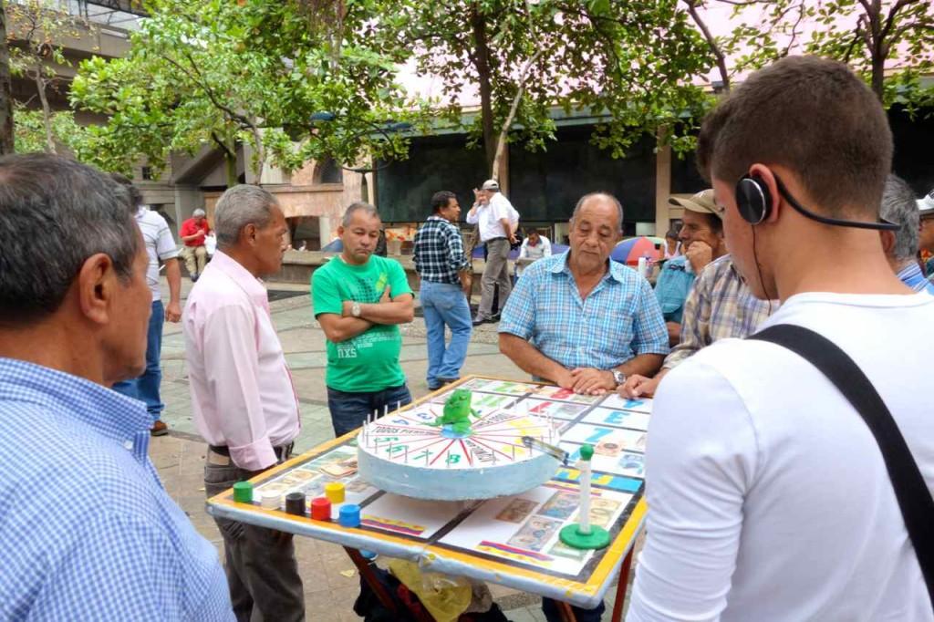Medellin: Parque Berrio, Glücksspiel