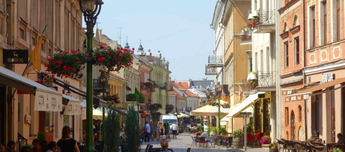 Litauen, Kaunas, Universitätsstadt, Straße in der Altstadt