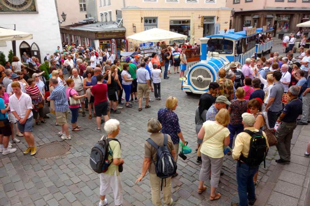 Estland Tallinn, Kreuzfahrer nehmen die Stadt ein...