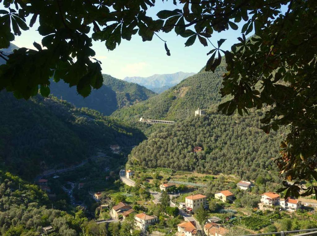 Montalto Ligure, Blick ins Tal