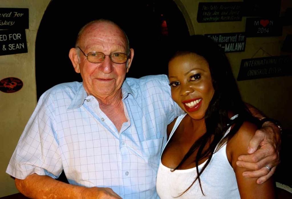 Lilongwe, Don Brioni(80) und seine 41 Jahre jüngere Frau Hope