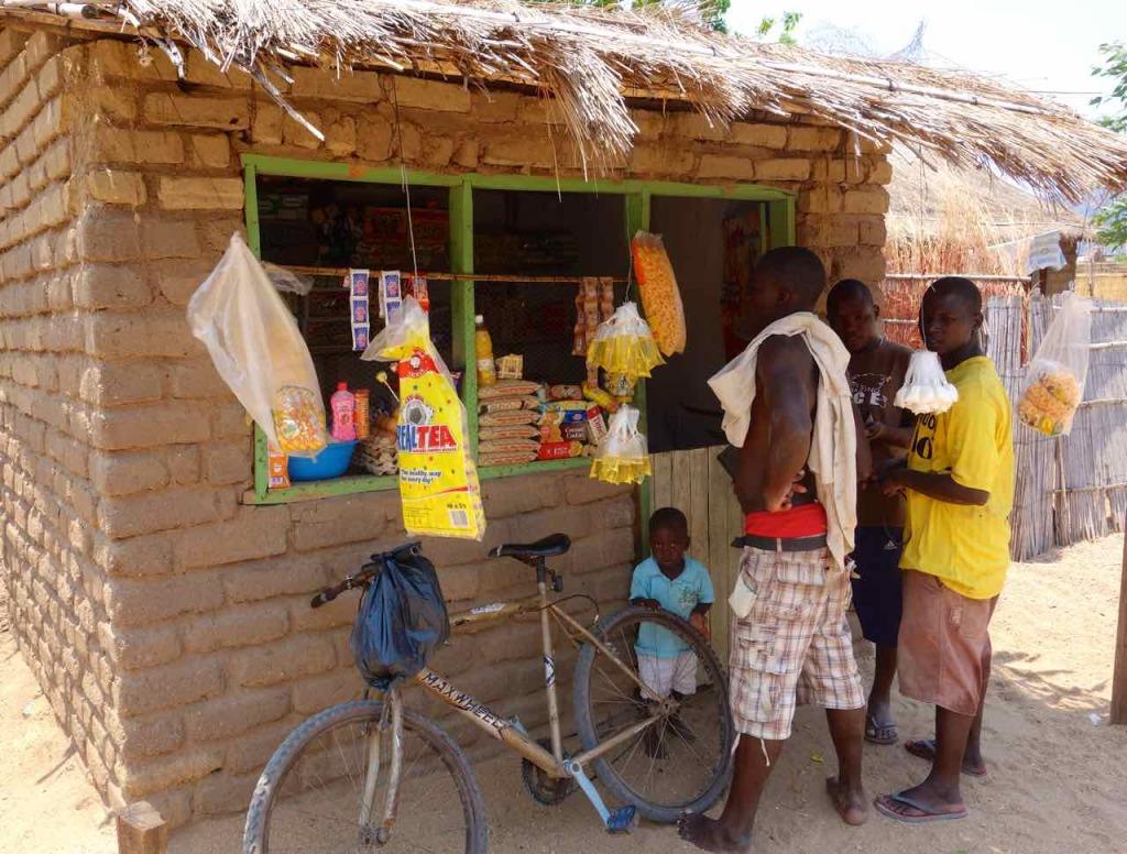 Malawi, Cape Maclear, Kiosk