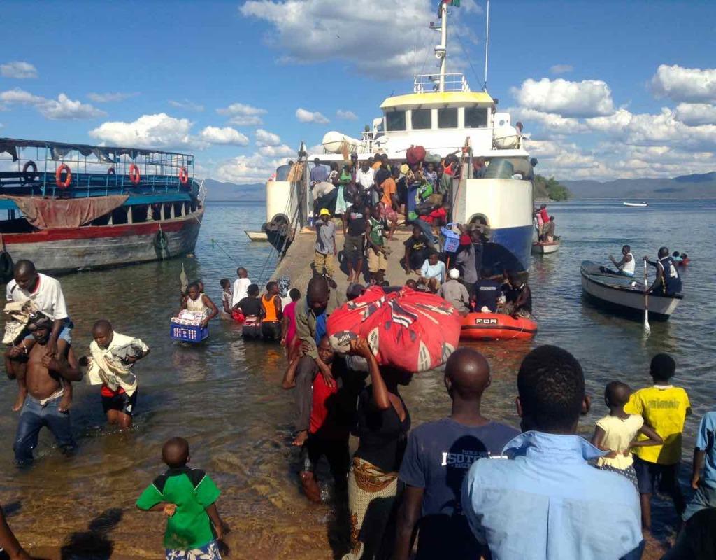 Malawi, Likoma Island, Boarding der MS Chambo auf dem Weg nach Mosambik