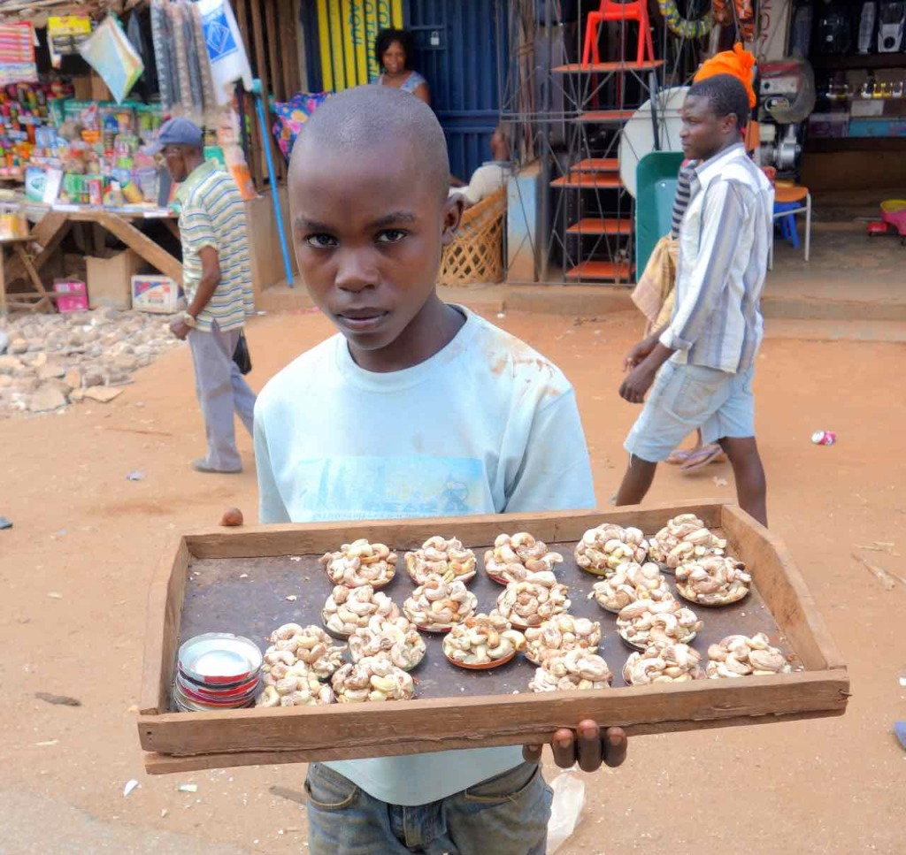 Mosambik, Cashewnuss-Verkäufer
