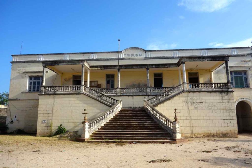 Mosambik, Ilha de Mosambik, Tribunal