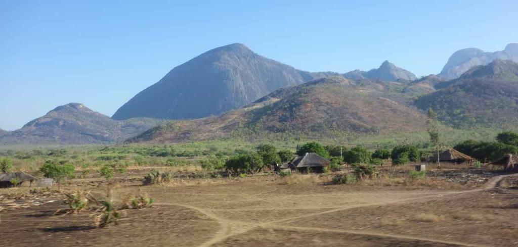 Mosambik, Zugfahrt Cuamba - Nampula, Landschaft