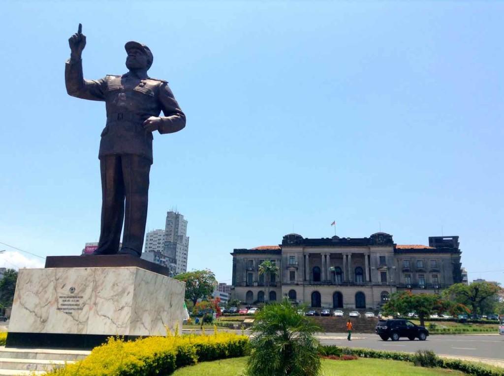 Mosambik, Maputo mit Statue