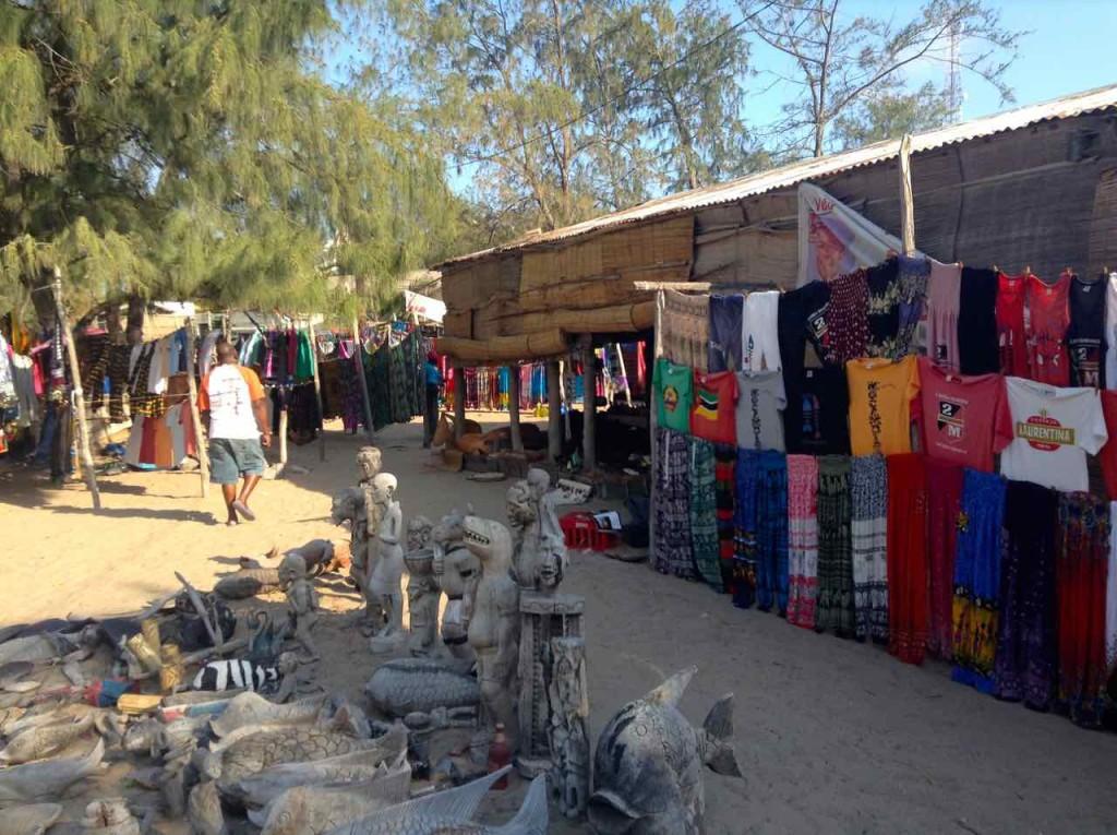 Mosambik, Tofo, Andenken für Touristen…