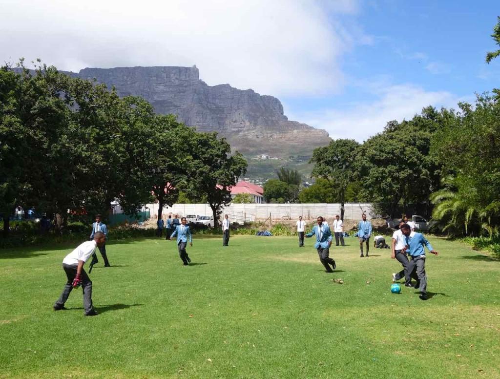Kapstadt, Companys Garden, Schüler beim Fussball