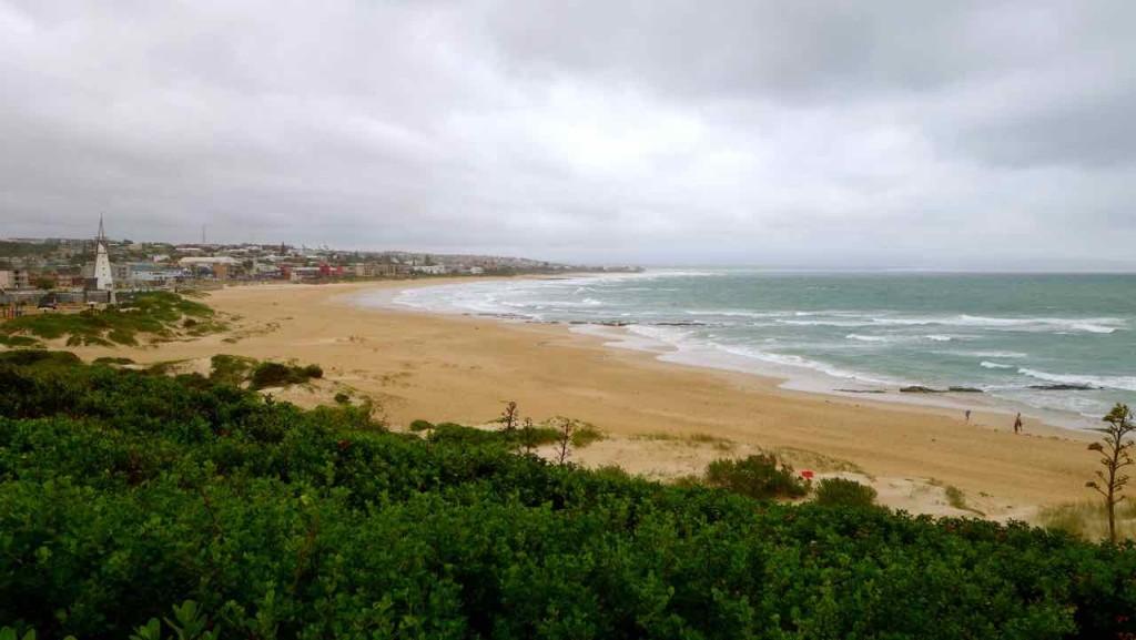Jeffreys Bay, Stadt-Strand vom Island Vibe aufgenommen