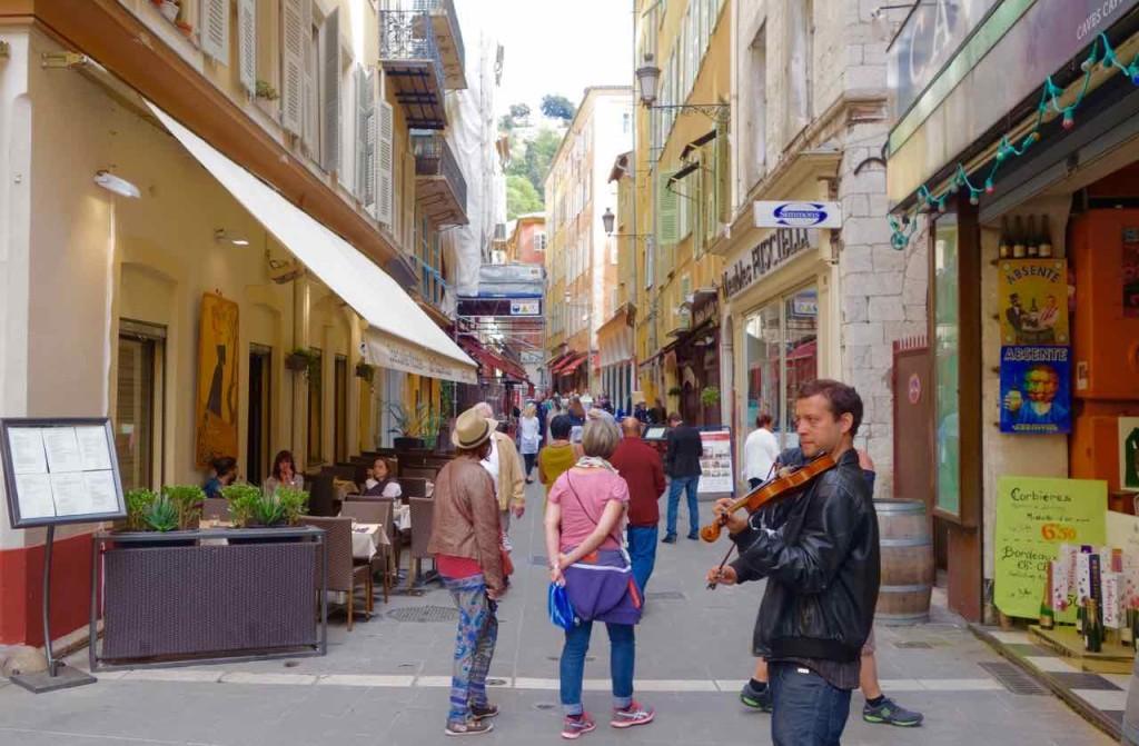 Nizza Higlights, Altstadt mit Straßenmusikant