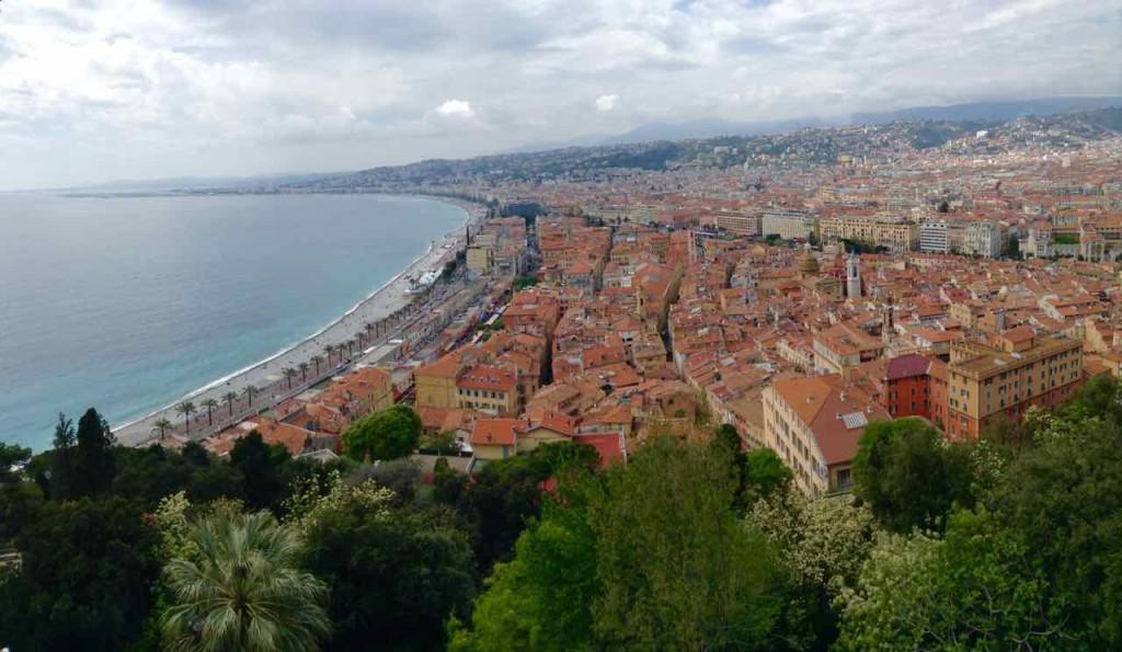 Nizza Highlights, Blick auf Altstadt und Promenade des Anglais vom Colline du Château