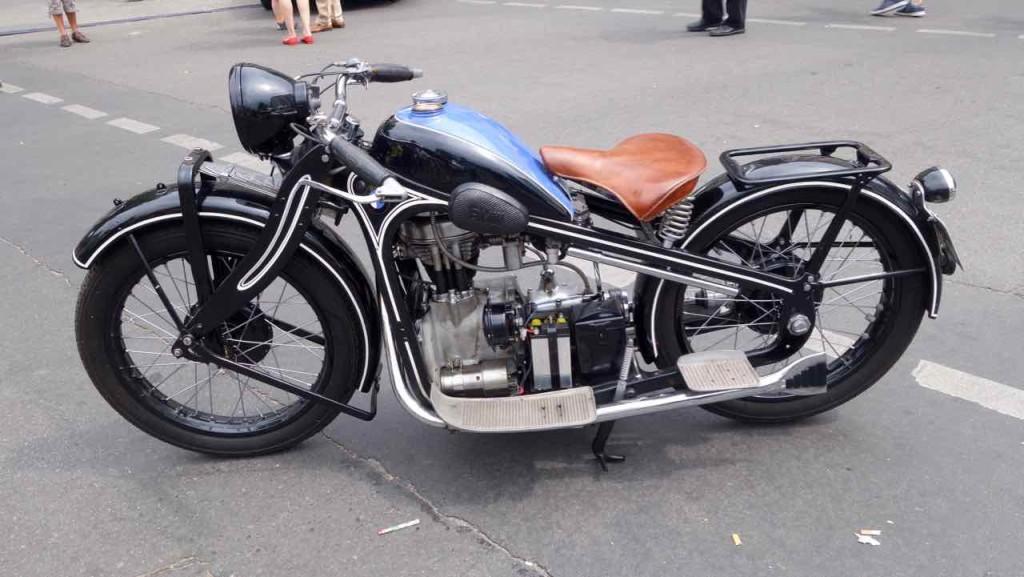 Auch ein paar Motorräder waren vertreten: BMW aus 1932