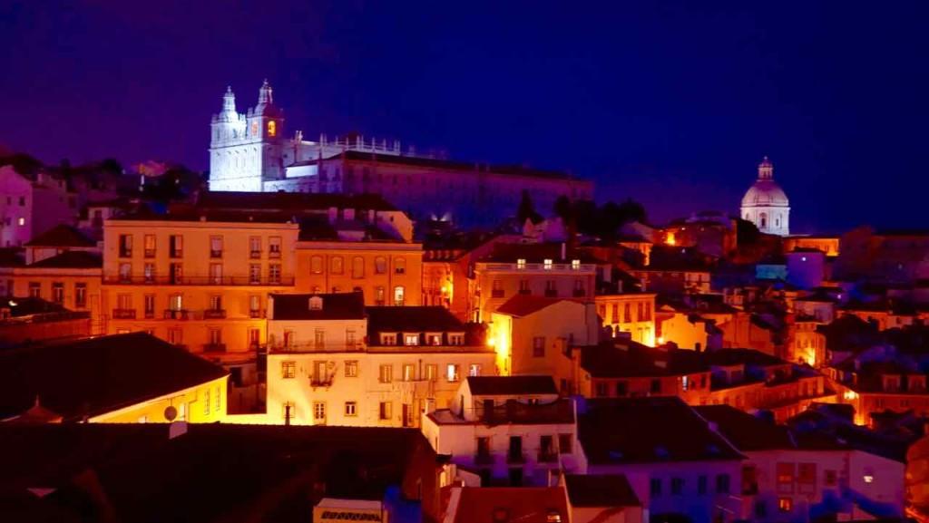 Aussichtspunkte von Lissabon, Nächtlicher Blick vom Miradouro Largo das Portas