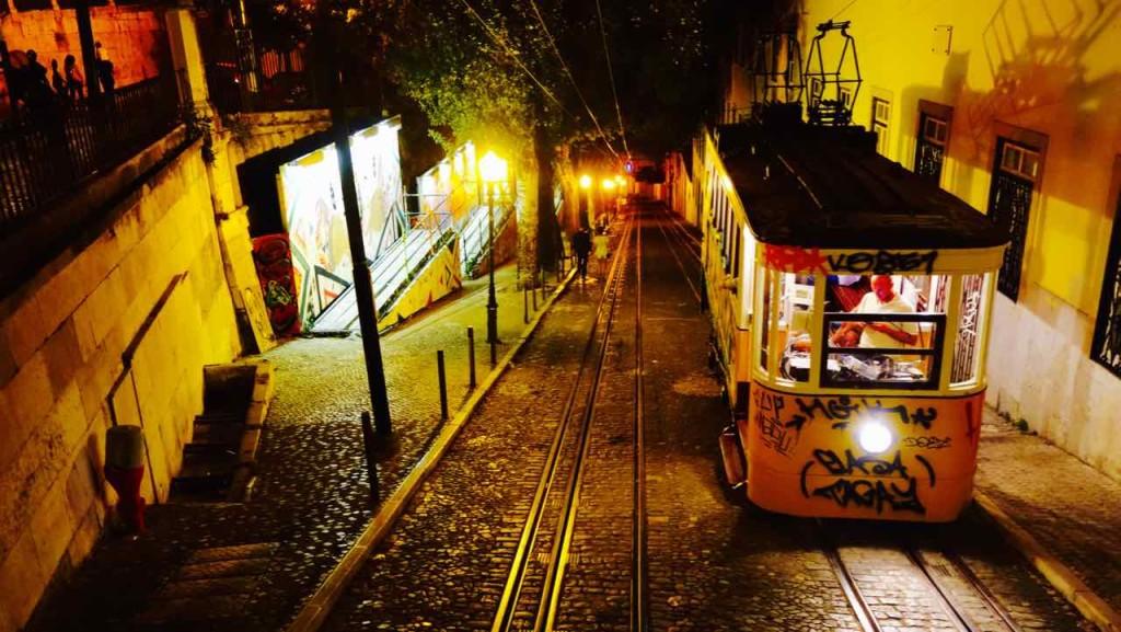 Aussichtspunkte von Lissabon, Standseilbahn Elevador da Glória, Nachts