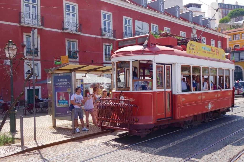 Straßenbahn Lissabon. Am Largo das Portas