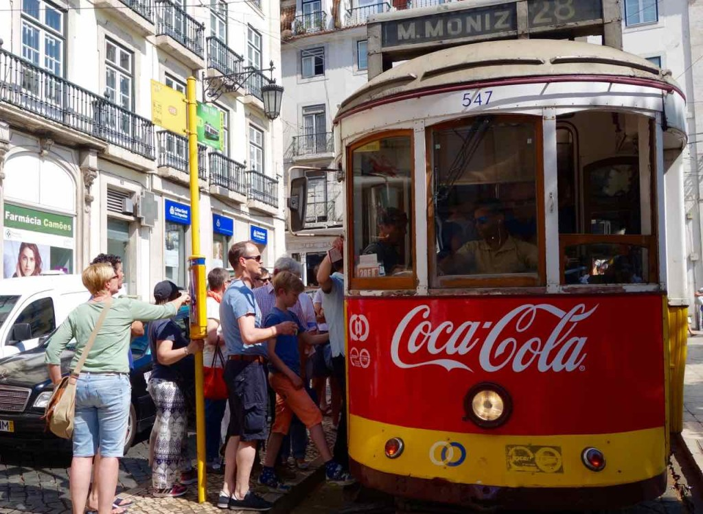 Straßenbahn Lissabon. An der Praça Luís de Camões