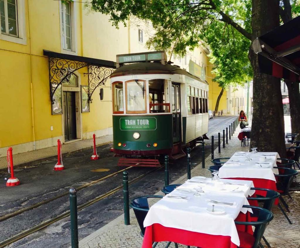 Straßenbahn Lissabon. An der Oper