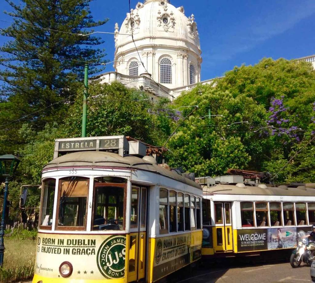Straßenbahn Lissabon. Vor der Basílica da Estrela