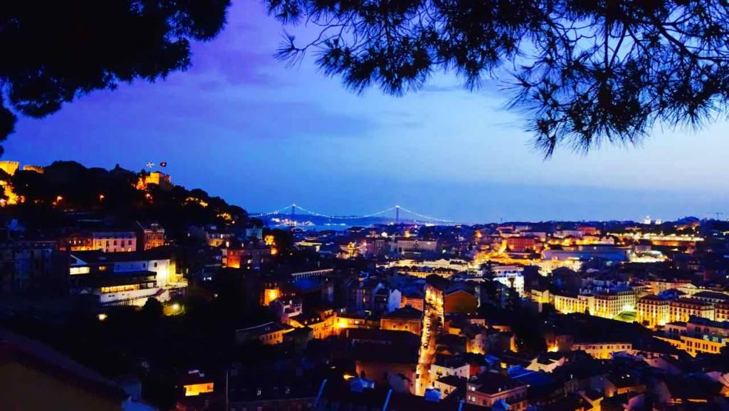 Aussichtspunkte von Lissabon, Nächtliches Lissabon vom Miradouro da Graça