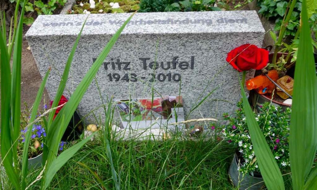 Dorotheenstädtischer Friedhof in Berlin. Grab von Fritz Teufel (1943 - 2010)