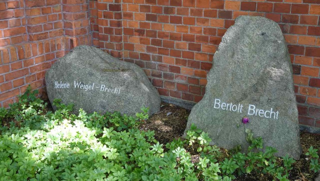 Dorotheenstädtischer Friedhof in Berlin. Grab von Helene Weigel und Bertolt Brecht (1898 - 1956)