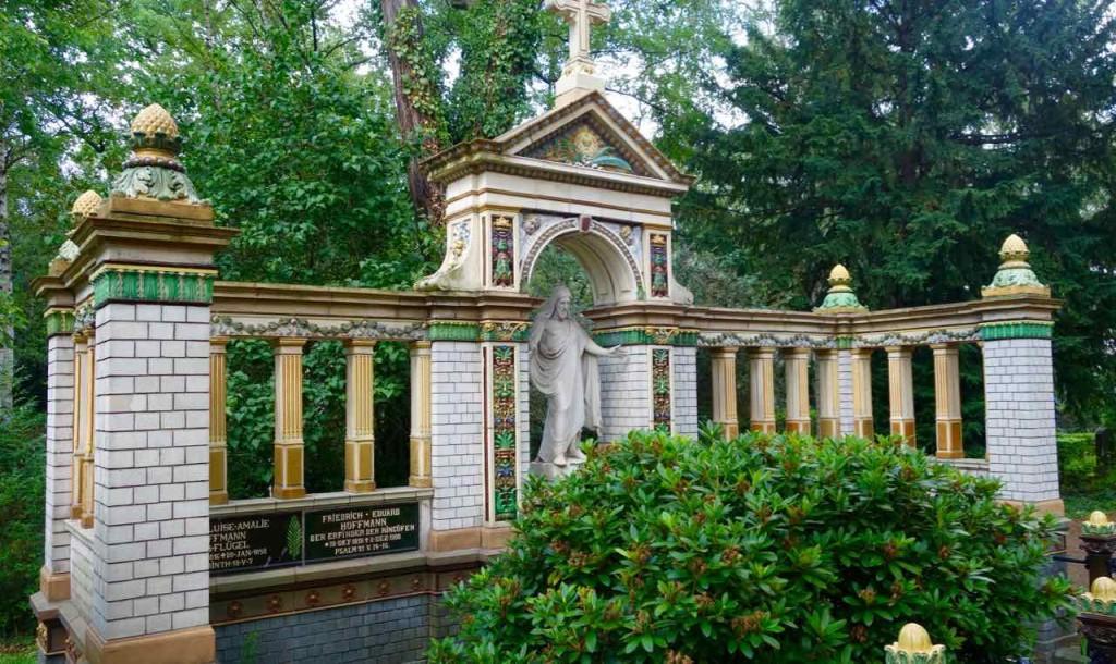 Dorotheenstädtischer Friedhof Berlin. Prunkvolles Grab
