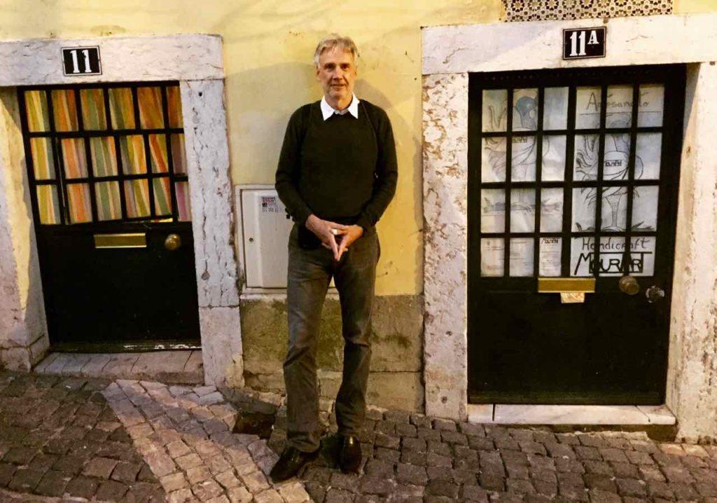 Lissabon, Alfama: An den Türen der Häuser kann man schön erkennen, dass die Leute in den vergangenen Jahrhunderten wesentlich kleiner waren. ©PetersTravel