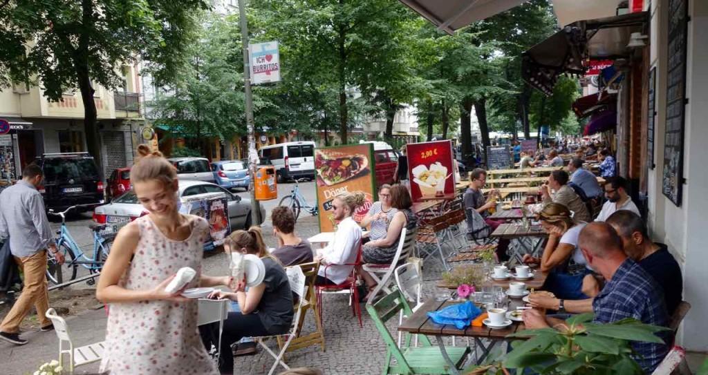 Simon-Dach-Kiez Berlin, Café mit Bedienung