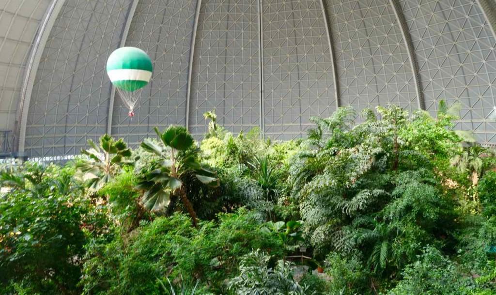 Tropical Islands Brandenburg, Blick vom Ballon zum Regenwald