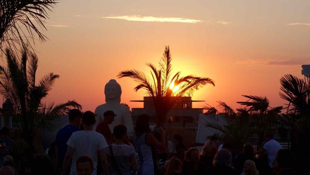 Berlin Hotspots - Rooftop-Bar Deck 5, Sonnenuntergang mit Buddha 1