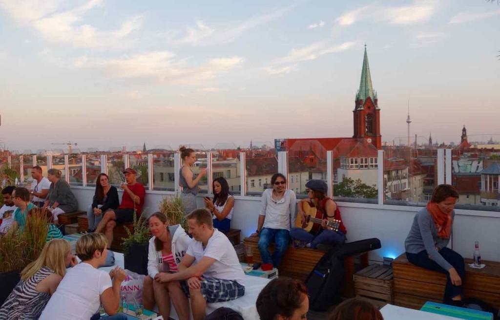 Berlin Hotspots - Rooftop-Bar Deck 5, mit Kirche