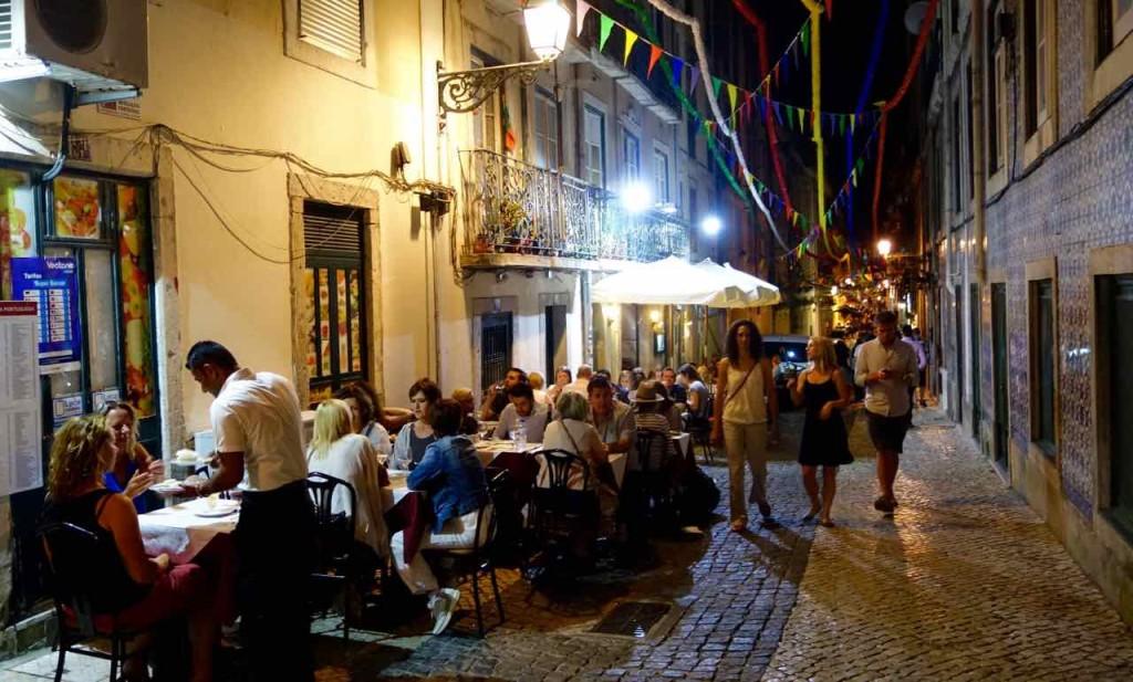 Lissabon Restaurants, Abendliche Gasse im Bairro Alto