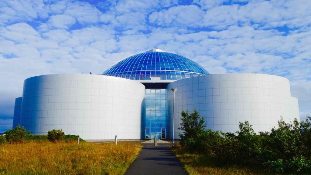 Island, Sehenswürdigkeiten, Reykjavik, Perlan - Glaskuppel mit Restaurant und Aussichtsplattform über Heißwassertanks